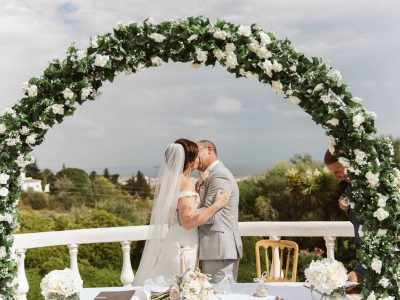 Kissing under the arch at your wedding in Portugal, Algarve wedding packages and luxury villa weddings - Casa Monte Cristo Collection, Lagos, Portugal