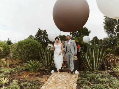 Jätteballonger vid vackra Algarve-bröllop, bröllop i Portugal med boende - Casa Monte Cristo Collection