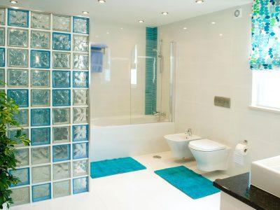 ett av de lyxiga badrummen på Villa Monte Cristo Too, Lagos, Algarve, Portugal