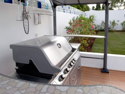 Barbecue and outdoor kitchen at Villa Monte Cristo Too, Lagos, Algarve, Portugal