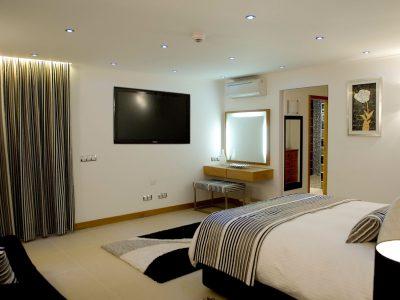 Ett doulbe sovrum på Villa Casa Monte Cristo Too, lyxig 5 sovrum villa i Lagos, Algarve, Portugal