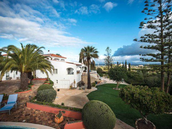 Villa grounds at Casa Monte Cristo tres, luxury villa holiday in the Algarve, Lagos, Portugal