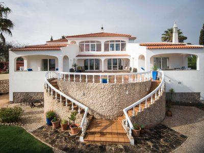 Steg upp till terrassen vid Villa Casa Monte Cristo Tres, Lagos, Algarve, Portugal