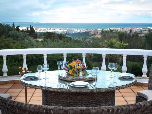 Alfresco dining, Villa Casa Monte Cristo Tres, luxury villa holidays in Lagos, Algarve, Portugal