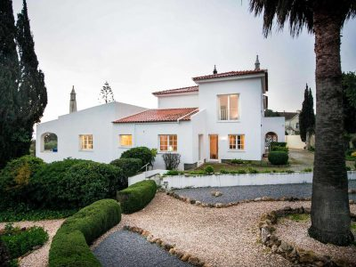 Vista lateral da villa na Casa Monte Cristo Tres, Lagos, Algarve, Portugal - Luxuosa villa com piscina