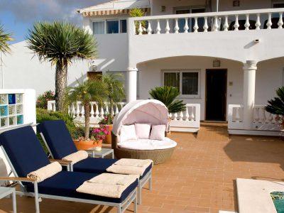 Banhos de sol em estilo nos Apartamentos Casa Monte Cristo, Lagos, Praia de Luz, Algarve, Portugal