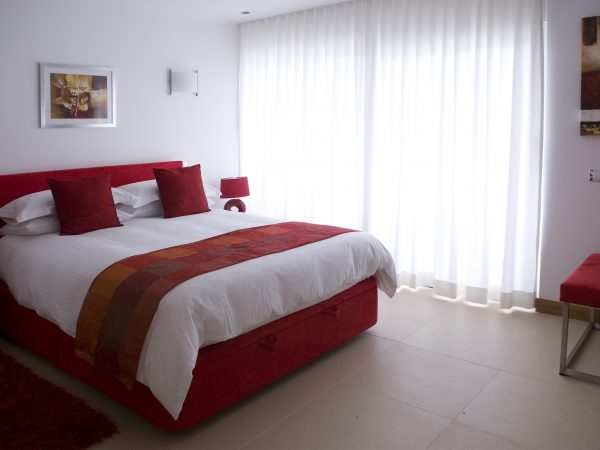 Red double bedroom - Luxury Algarve villa near Lagos - Casa Monte Cristo Seis, Portugal