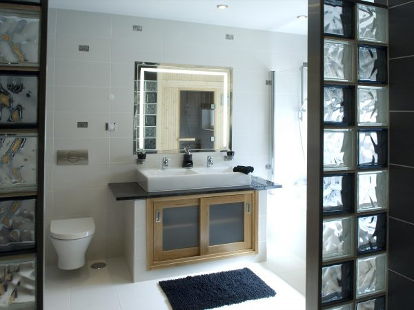 one of 7 en-suite bathrooms - Luxury Algarve villa near Lagos - Casa Monte Cristo Seis, Portugal